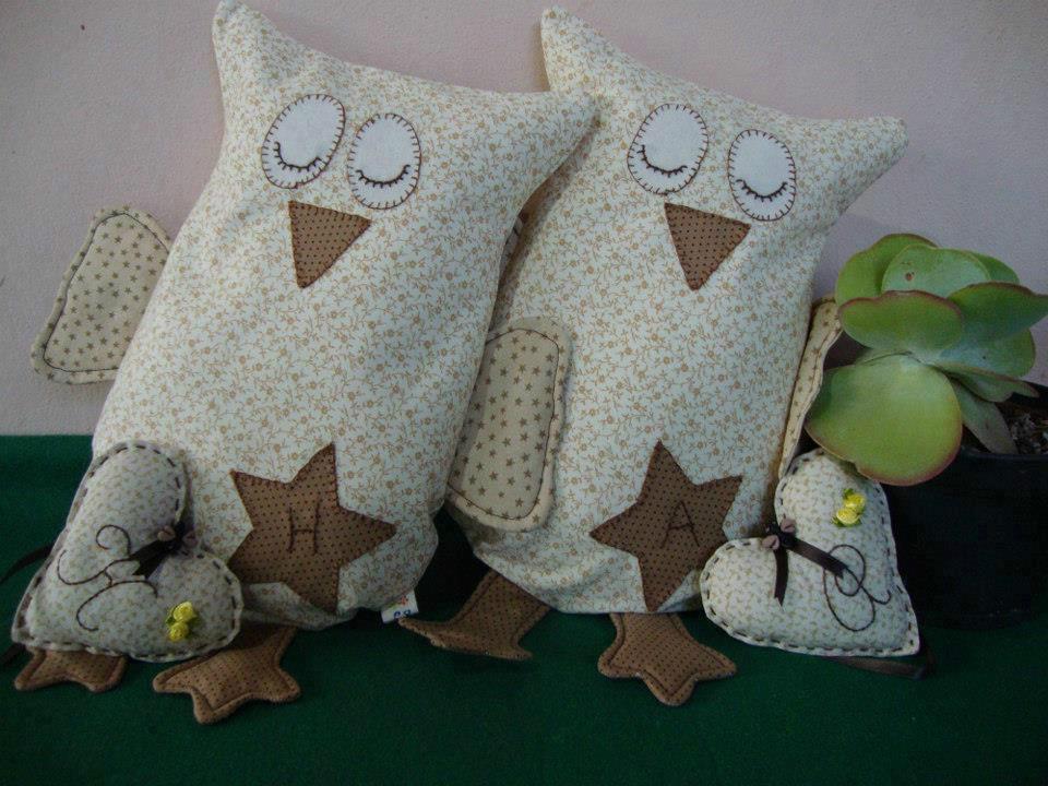 Almofadinhas de tecido recheadas com ervas e sementes aromatizadas que podem ser aquecidas no microondas para aquecer nos dias frios de inverno.
