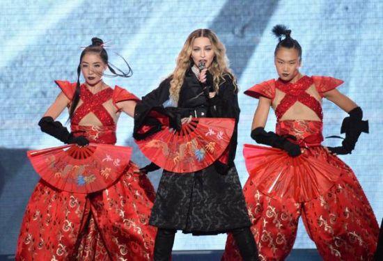 Madonna dá início a