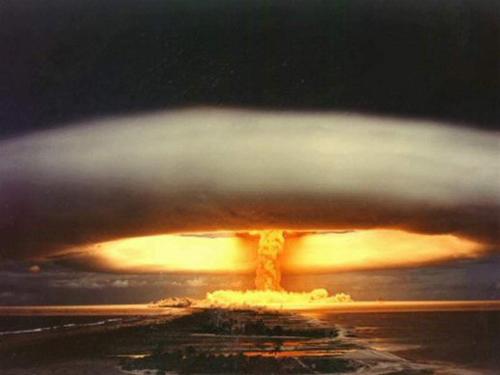 explosão bomba atômica