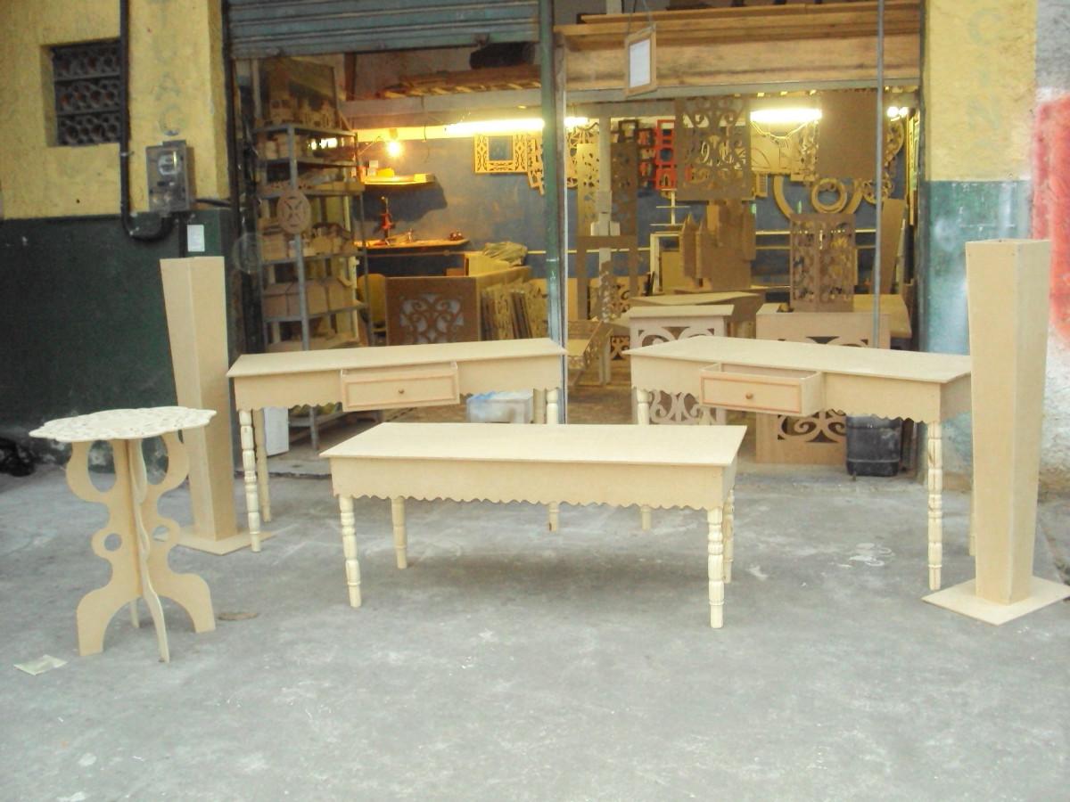Conjunto de mesa com pés torneados