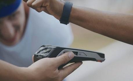 """Tecnologia: Trigg e Visa lançam """"pulseira de pagamentos"""" que funciona como cartão de crédito"""