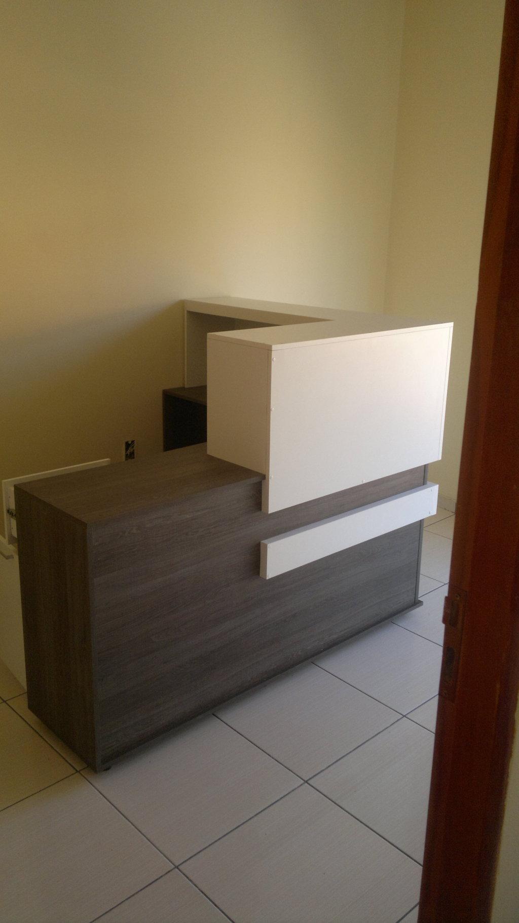 BALCAO DE RECEPÇÃO #5E4B25 1024x1822 Balcão Banheiro Lojas Becker