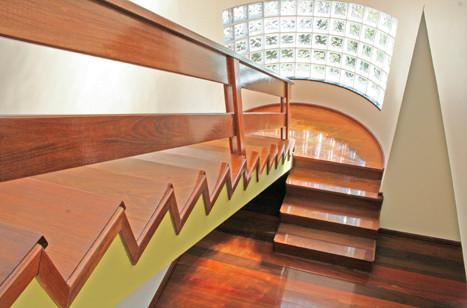 Escada 28