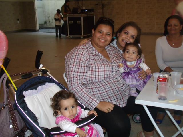 Nossa amiga juliana e minha linda Sarinha