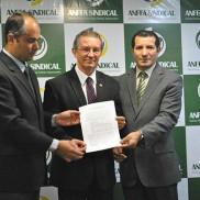 Laudelino Duarte Ritta, Maurício Porto e Francisco Saraiva, presidentes das entidades representativas dos servidores
