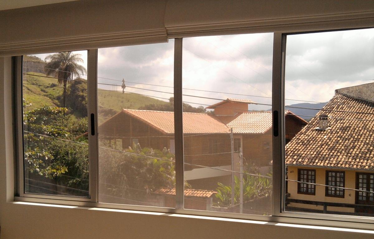 #A35F28 Instalada tanto por dentro quanto por fora da janela a tela é fixada  1474 Tela Mosquiteiro Para Janela Removivel