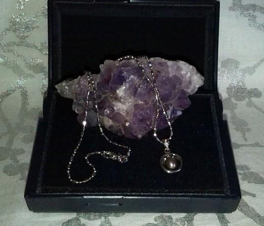collier avec pendentif en perle noire