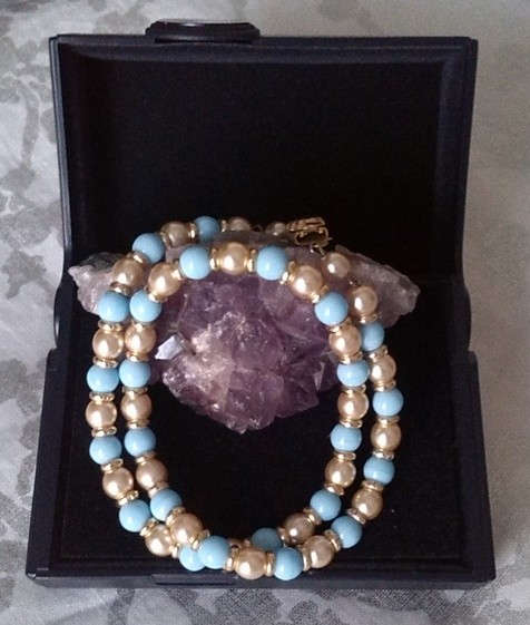 collier intemporel, vintage, en perles naturelles.